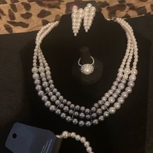 Lady in Waiting jewelry set